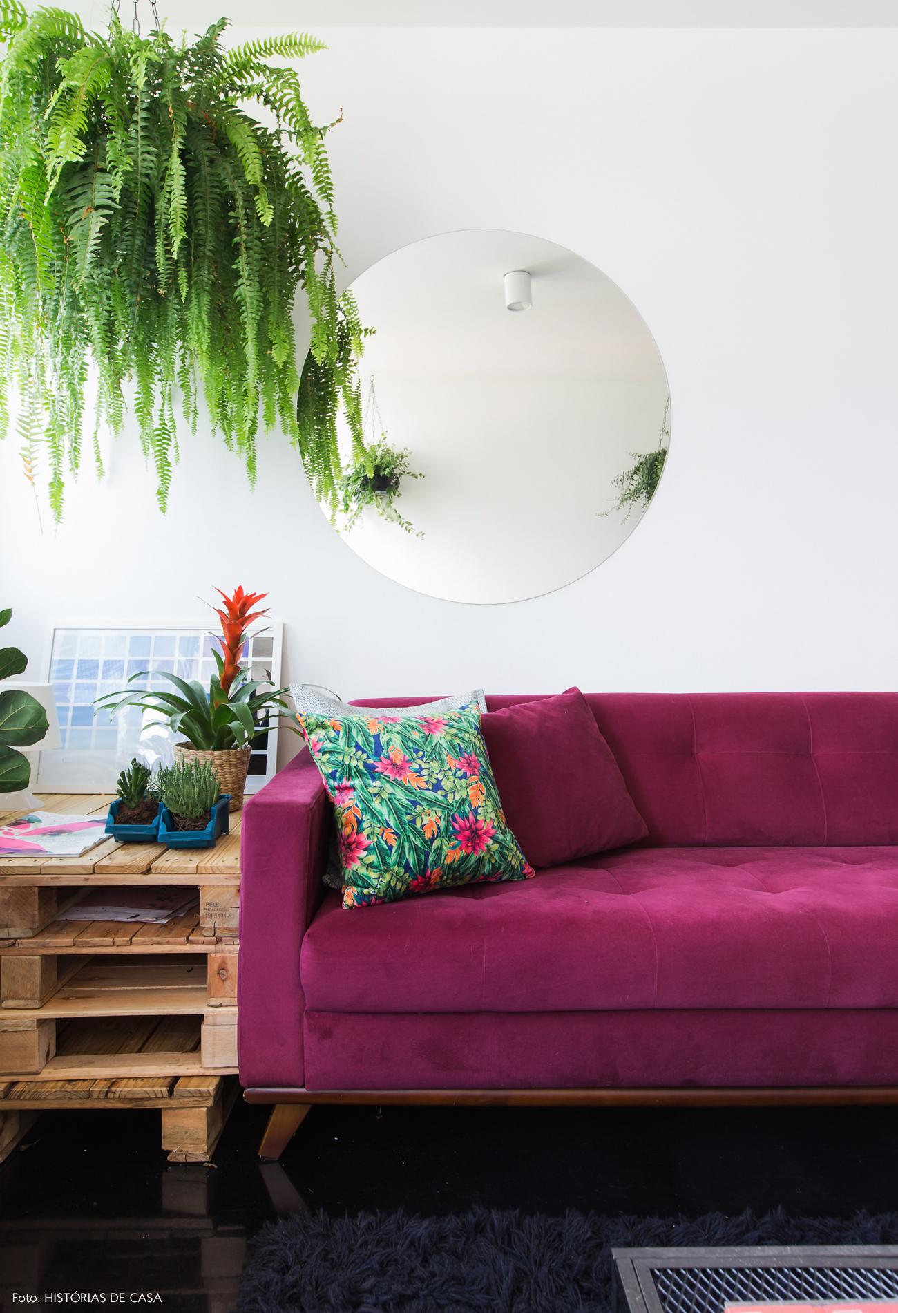 47-decoracao-boas-ideias-cores-sofa-roxo-pallets-plantas.jpg