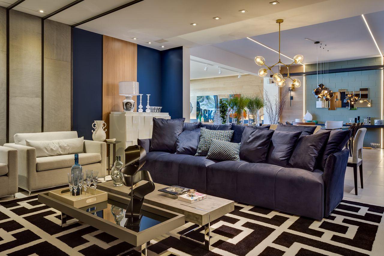 decoracao-sala-de-estar-tapete-preto-com-branco-e-sofa-azul-marinho-inovedesign-163231-proportional-height_cover_medium